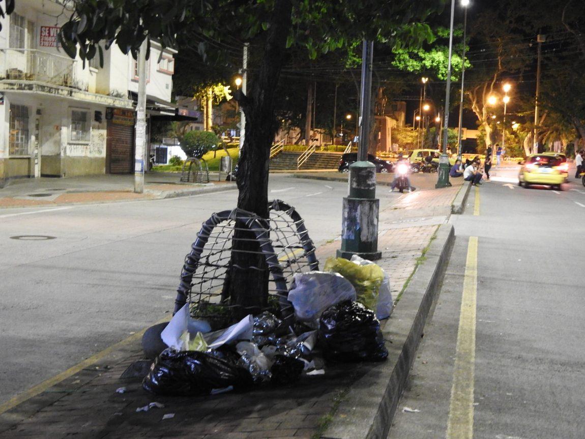 """""""Da mala imagen la basura en la calle"""""""