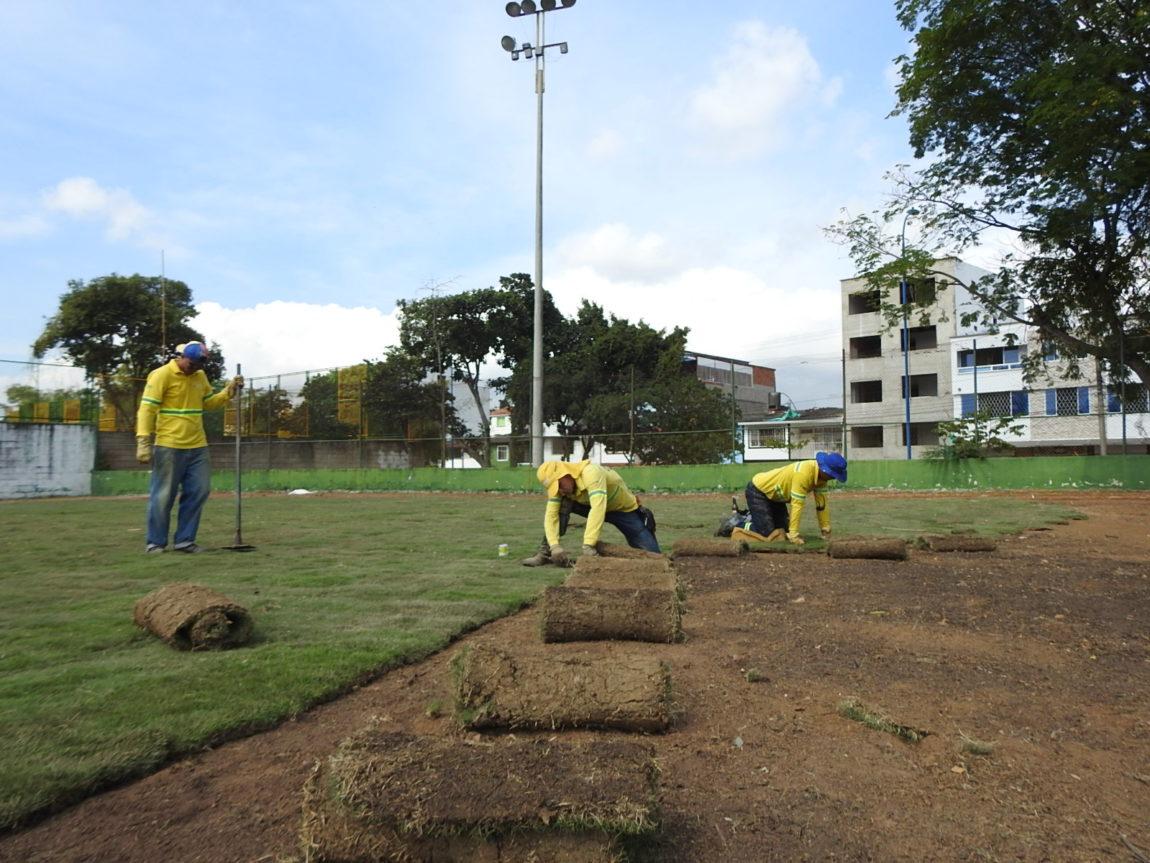 Prado Japonés se está instalando en la cancha de sóftbol del barrio Mutis.