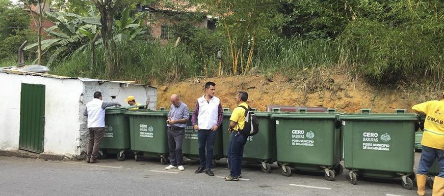 En el sector de Colseguros Norte se dio comienzo a la entrega de contenedores para el manejo de residuos